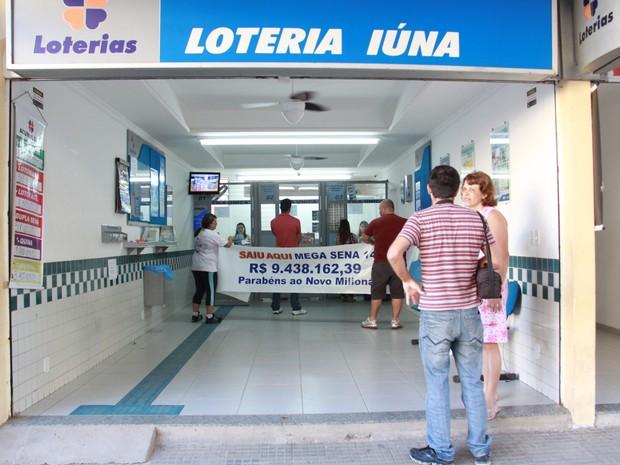 Lotérica em Iúna festeja milionário. (Foto: Divulgação/ Lotérica Iúna)