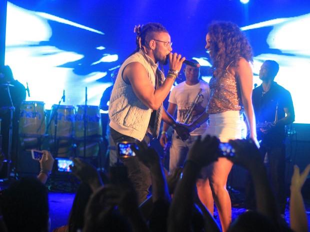 Participantes do The Voice Brasil Amarildo e Vanessa em show em Salvador, na Bahia (Foto: Sércio Freitas/ Ag. Sércio Freitas/ Divulgação)