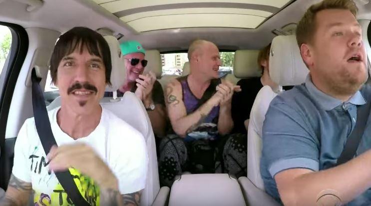 James Corden e os Red Hot Chilli Peppers (Foto: Reprodução)