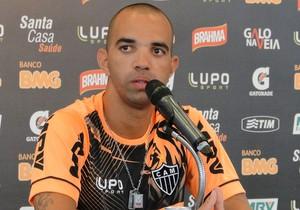 Diego Tardelli coletiva Atlético-MG (Foto: Léo Simonini)