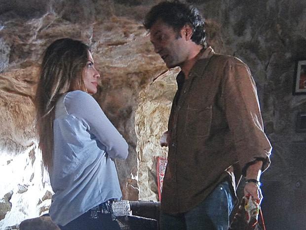 Bianca tenta dissuadir Zyah da ideia de casar (Foto: Salve Jorge/TV Globo)