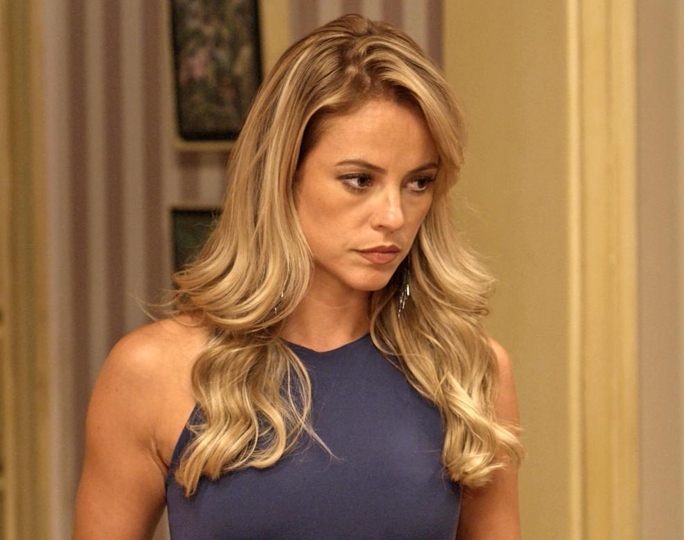 Jeiza humilha noivo na frente dos amigos (Foto: TV Globo)