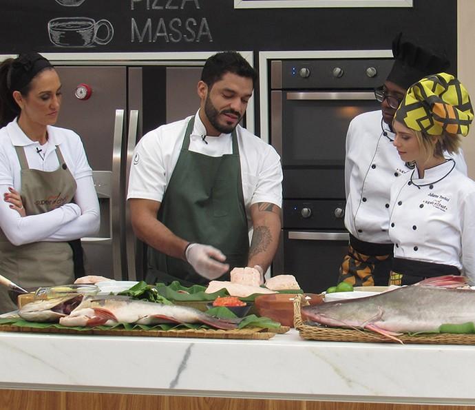 Chef Thiago Castanho em workshop de peixes no 'Mais Você' (Foto: João Mello/Gshow)