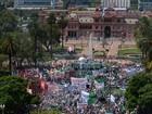 Trabalhadores fazem greve e protesto contra demissões na Argentina