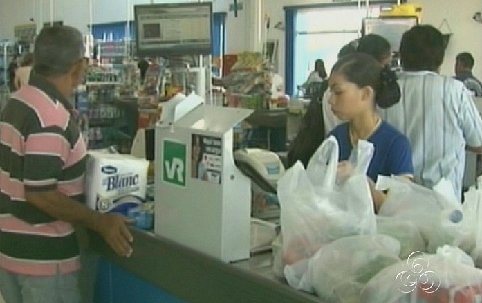 Consumidores reclamam da falta de troco no comércio (Foto: Bom dia Amazônia)