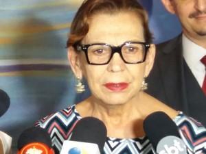 Maria do Carmo Soares, mãe do promotor assassinado em Itaíba (Foto: Marlon Costa/Pernambuco Press)