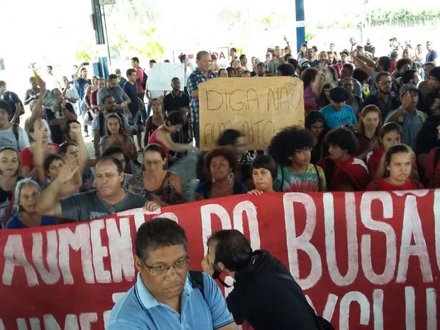 Protesto terminou no Terminal Central, em Mogi das Cruzes (Foto: Maiara Barbosa/G1)
