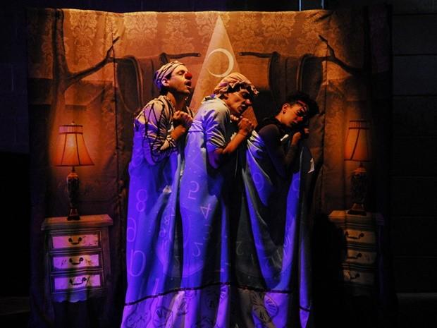 Espetáculo 'Acorda', do grupo Trampulim (MG) (Foto: Flavia Mafra/Divulgação)