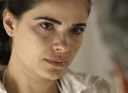 Tóia finge compreensão e emociona Romero