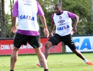 Manoel voltou aos treinamentos no CT do Caju (Foto: Divulgação/ Site oficial Atlético-PR)