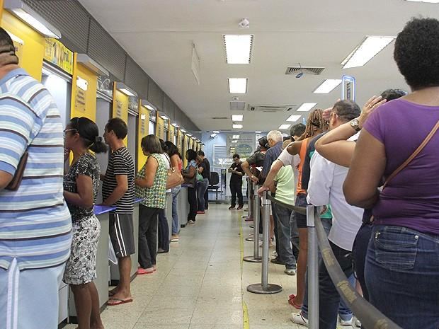 Na véspera do início da greve, muita gente buscou autoatendimento (Foto: Biaman Prado / O Estado)