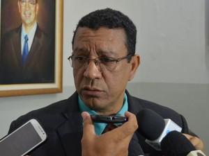 Delegado Everton Santos afirma que suspeito é um psicopata   (Foto: Tássio Andrade/G1)