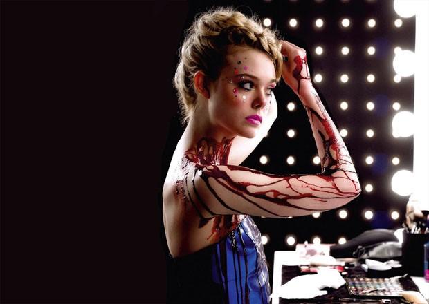 O thriller fashion Neon Demon, de Nicolas Winding Refn, tem figurino assinado por Erin Benach (Foto: Divulgação)