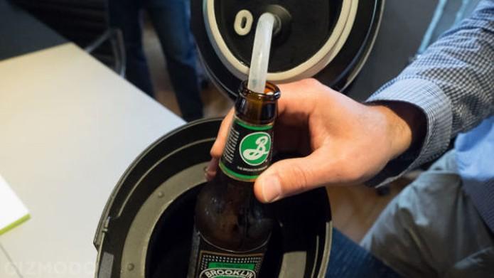 Máquina extrai cerveja de garrafa usando pressurização e ondas sonoras (Foto: Reprodução/Indiegogo)