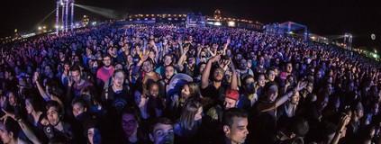 50 mil cantam nos 15 anos do festival de rock em Ribeirão Preto