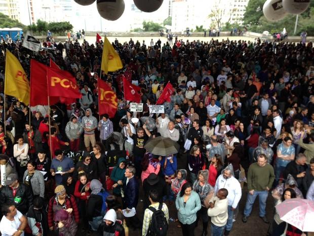 Professores se reúnem no vão livre do Masp nesta sexta-feira.  (Foto: Glauco Araújo/G1)