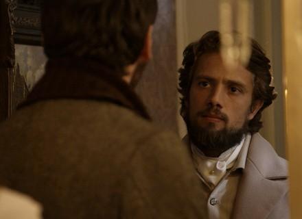 Felipe flagra Lívia e Pedro juntos no casarão