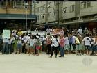 Servidores de Teresópolis, RJ, fazem protesto em reinauguração de praça