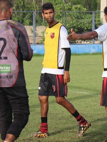 Augusto Flamengo-pi (Foto: Emanuele Madeira/GloboEsporte.com)