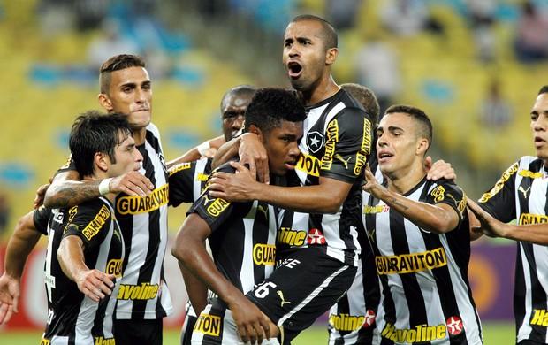 Vitinho gol Botafogo x Vitória (Foto: Cezar Loureiro / Agência o Globo)