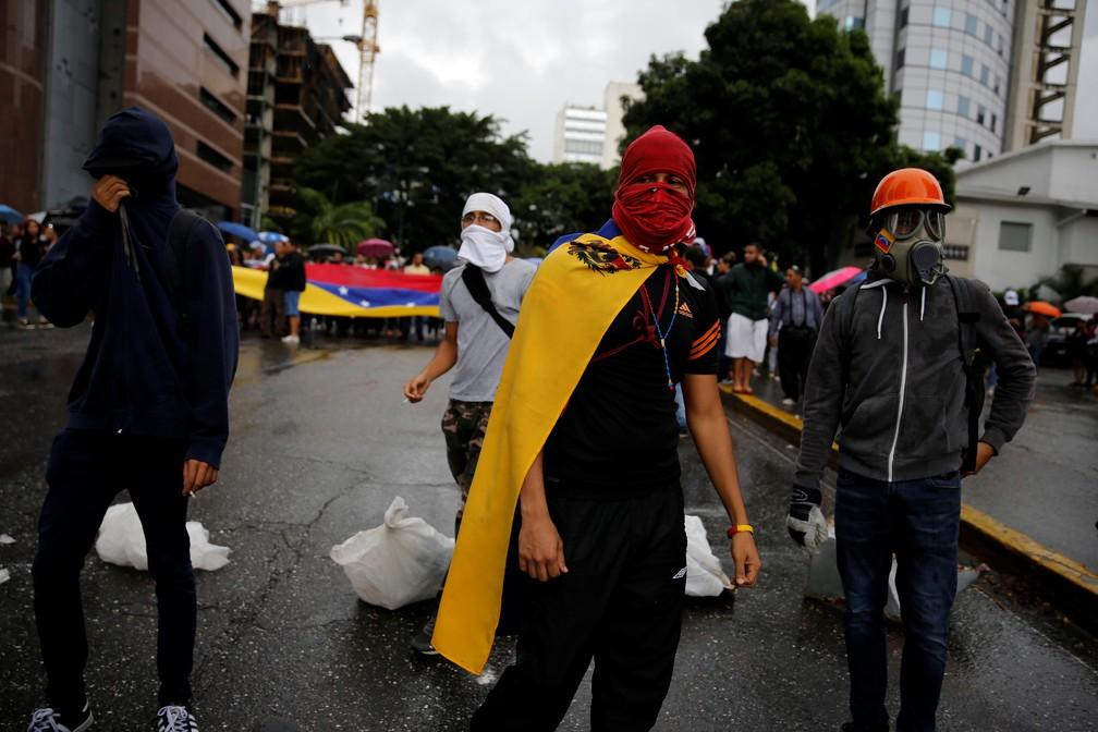 Opositores se preparam para iniciar protesto contra Maduro nesta quarta-feira (28) em Caracas (Foto: REUTERS/Ivan Alvarado)