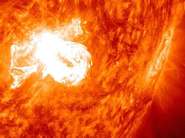 Nasa registrou exploão solar no dia 31 de dezembro de 2013  (Foto: NASA/SDO)