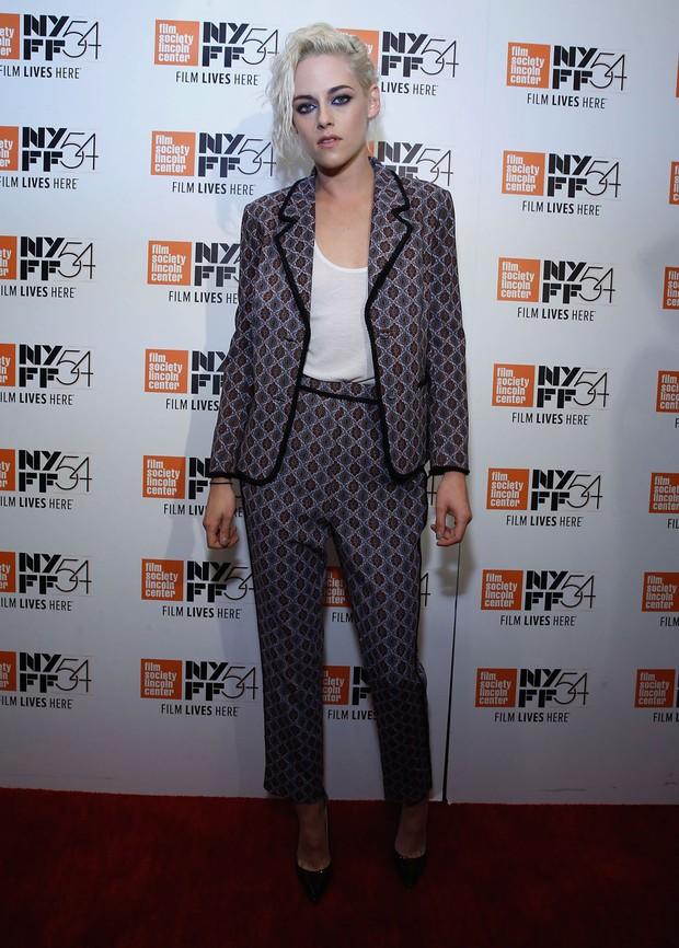 Kristen Stewart usa terninho estampado em evento vip (Foto: Getty Images)