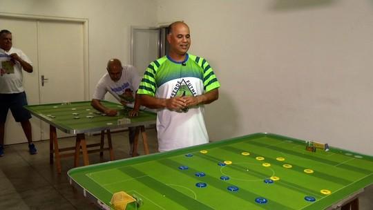 Extra: jogador fala do projeto que leva futebol de mesa para comunidades