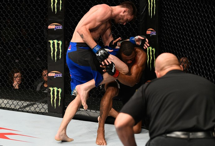 Tim Means x Alex Cowboy UFC 207 (Foto: Getty Images)