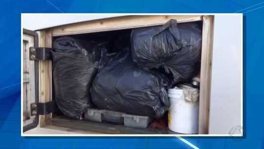 Ônibus de turismo é flagrado transportando 500 kg de roupa contrabandeada da Bolívia