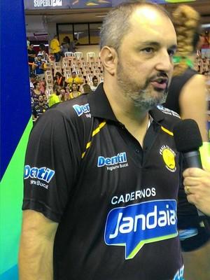 Ricardo Picinin técnico Praia Clube (Foto: Lucas Papel)