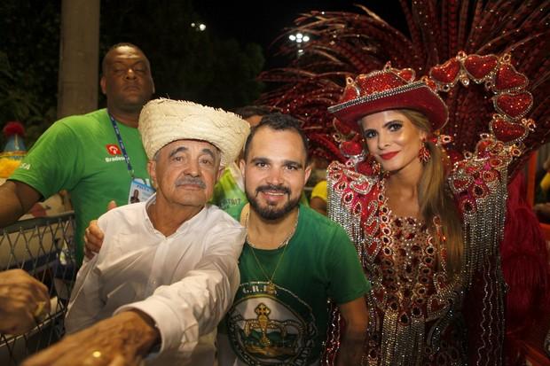 Seu Francisco, Luciano e Flavia Fonseca (Foto: Isac Luz / EGO)