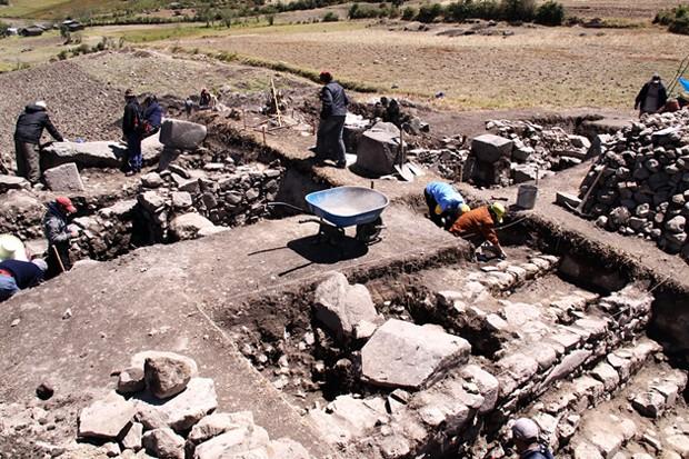 Vestígios de templo de 3 mil anos usado para adorar deuses da cultura pré-incaica Chavín, na região de Lambayeque, 750 km ao norte de Lima (Foto: Ministry of Culture/AFP)