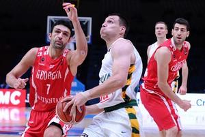 Jonas Macilius, da Lituânia, em ação contra a Georgia (Foto: FIBA/Ciamillo-Castoria/Marchi)