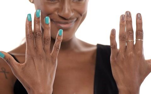 A unha postiça pode substituir manicure em dia corrido: veja como usar