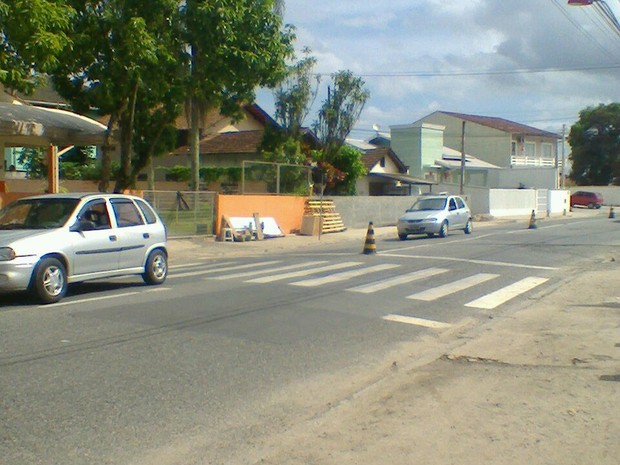 Acidente aconteceu no bairro Guanabara, em Joinville (Foto: Sara Kirchhof/RBS TV)