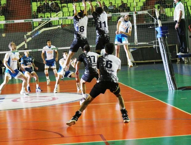 ModaMaringá venceu o primeiro set, mas permitiu a virada por 3 a 1 (Foto: ModaMaringá/Divulgação)