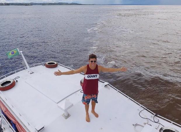 Em passeio de barco, Manoel vê o encontro das águas entre os rios Negro e Solimões (Foto: Reprodução/Instagram)