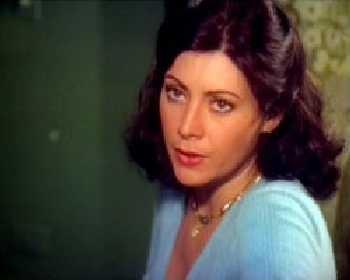 Helena teve longa carreira no cinema erótico. Começou como telemoça do Silvio Santos e recebe seu primeiro convite para fazer filmes aos 19 anos. Fez 'As Cangaceiras Eróticas' (1974), de Roberto Mauro, 'Dezenove Mulheres e Um Homem' (1977), de David Cardoso e 'Roberta, a Moderna Gueixa do Sexo' (1978), de Raffaele Rossi. O último longa foi 'A Volúpia do Amor', em 1984, porque, com a queda da ditadura e abertura política, as produções passaram a ter sexo explícito e ela não se sentiu mais à vontade para continuar. (Foto: Reprodução)