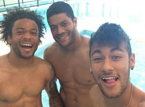 Neymar, Hulk e Marcelo antes de trabalho na piscina (Foto: Reprodução Instagram)