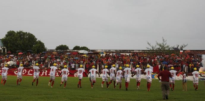 Equipe do 4 de Julho é recebida com aplausos na Arena Ytacoatiara (Foto: Josiel Martins)