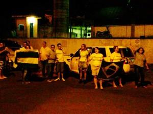 Manifestantes se reúnem em Araçatuba (Foto: Eduardo Fonseca/TV TEM)
