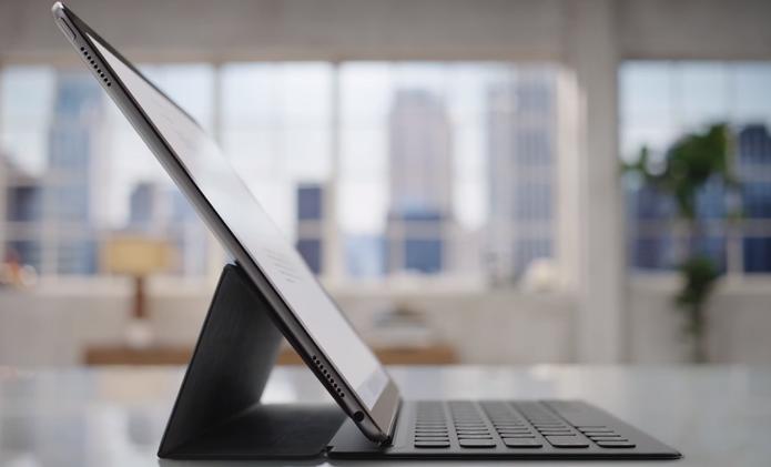iPad Pro tem capa-teclado oficial da Apple com botões físicos (Foto: Reprodução/Apple)