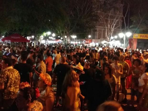 Pelo menos três mil pessoas passaram pelo local (Foto: Ellyo Teixeira/G1)
