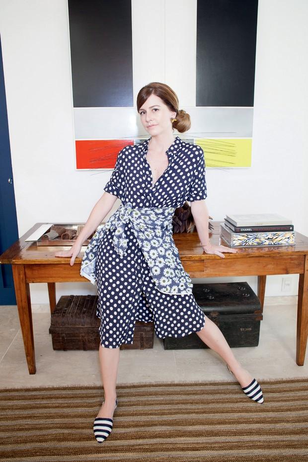 Vestido Saint Laurent vintage, jaqueta Stella McCartney para Adidas e sapatos comprados na multimarcas americana Intermix. (Foto: Renata Chede)