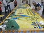 Fiéis finalizam bolo de 800 quilos em homenagem a Santo Antônio em MS