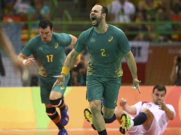 Brasil x Polônia no handebol masculino (Foto: Marko Djurica/Reuters)
