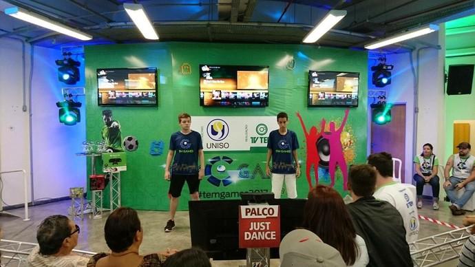 Rodrigo Honorato (à esquerda) já é finalista do Just Dance (Foto: Gabriel Morelli/G1)