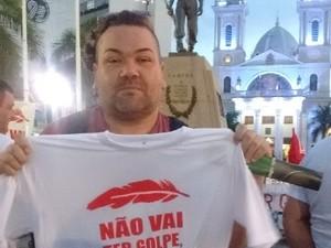 Artistas do município apoiaram o ato contra o impeachment (Foto: Stella Freitas/ G1)