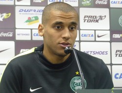 Welinton, zagueiro do Coritiba (Foto: Monique Silva)